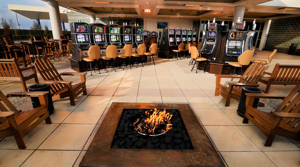 The Courtyard Smoking Patio at Scioto Downs