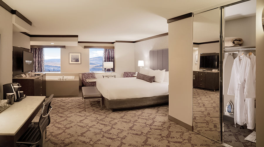 Reno Hotels With Hot Tub In Room Silver Legacy Resort Casino