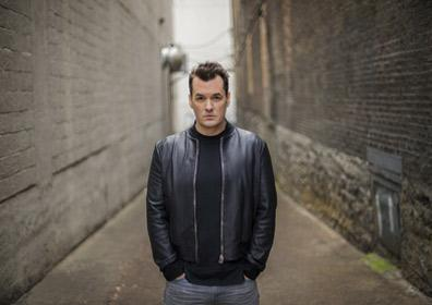 Jim Jefferies standing in an alley