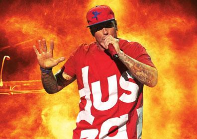 Vanilla Ice performing