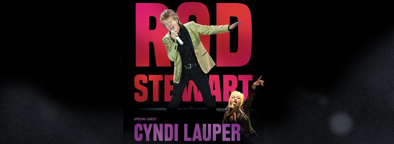 Rod Stewart and Cyndi Lauper posing