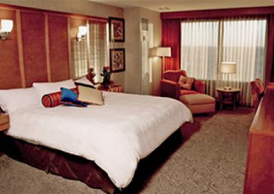 room with one king bed