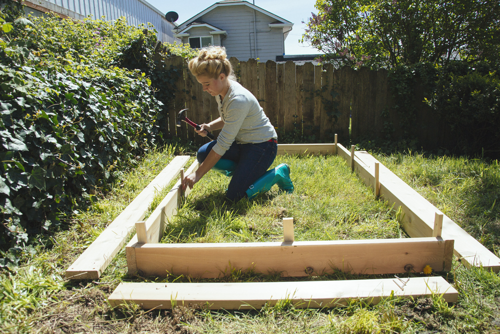 diy planter bed stakes