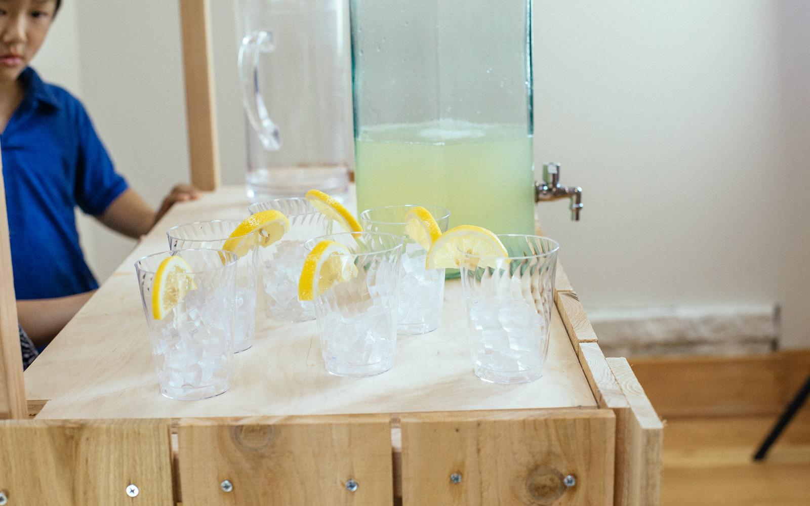 refreshing lemonade on stand