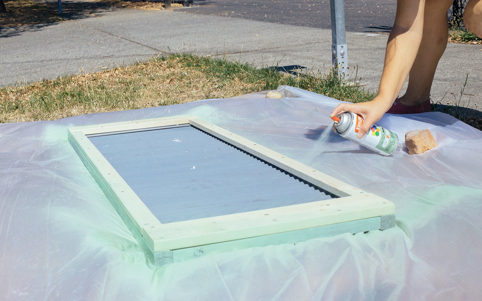 spray painting table top