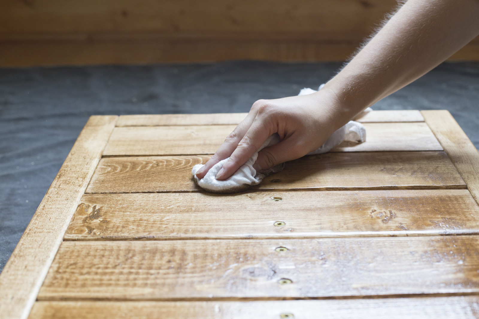using cloth to stain wood