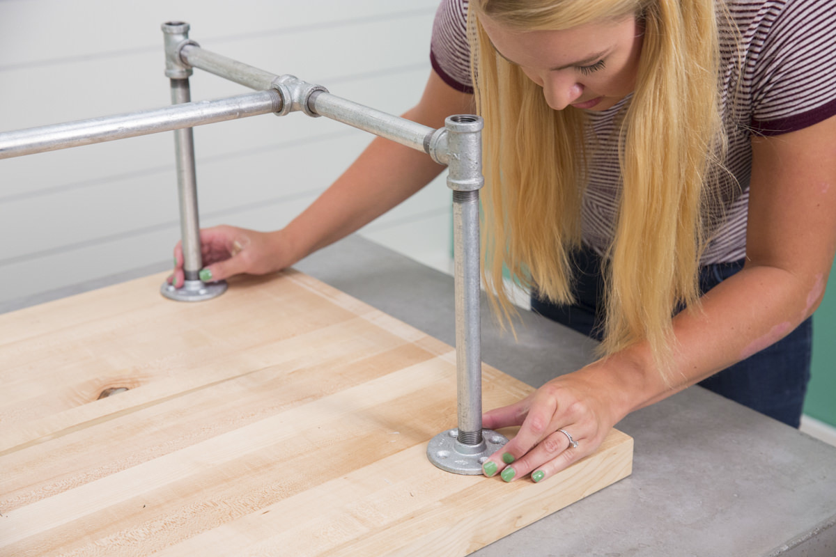attaching top half of legs for kitchen table