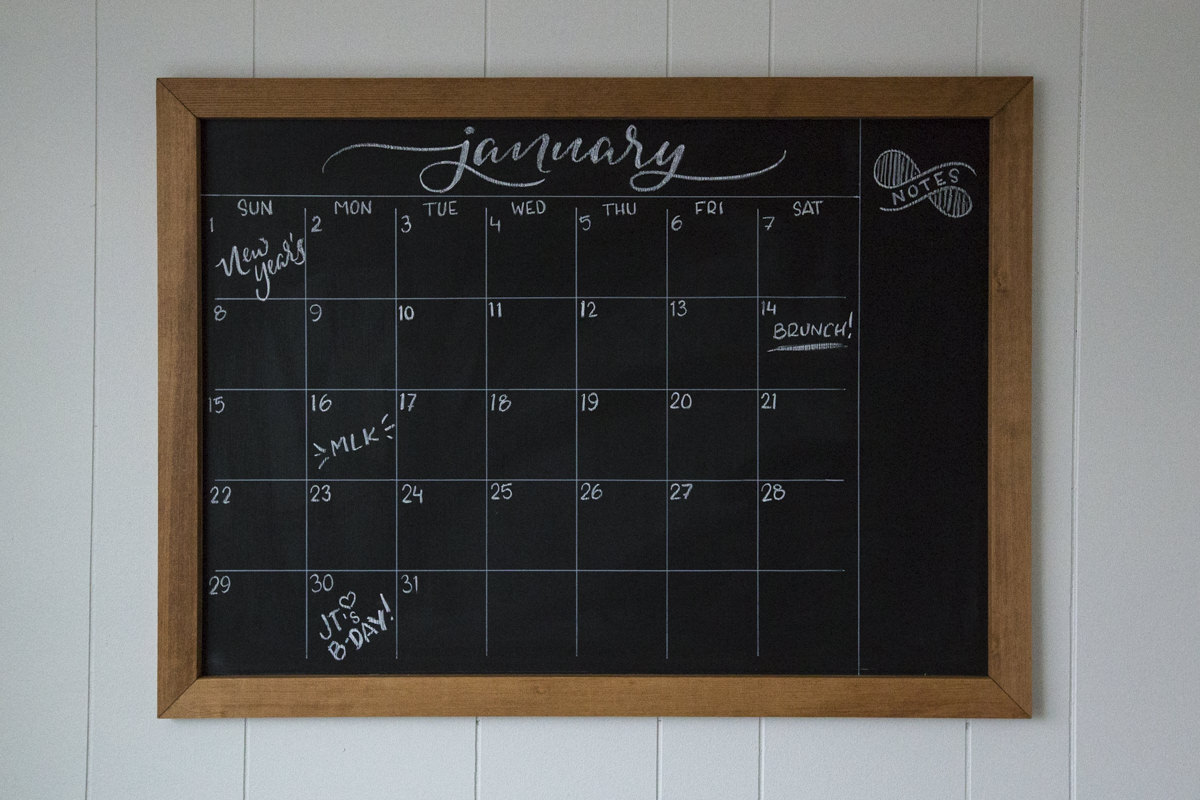 how to make a diy chalkboard calendar