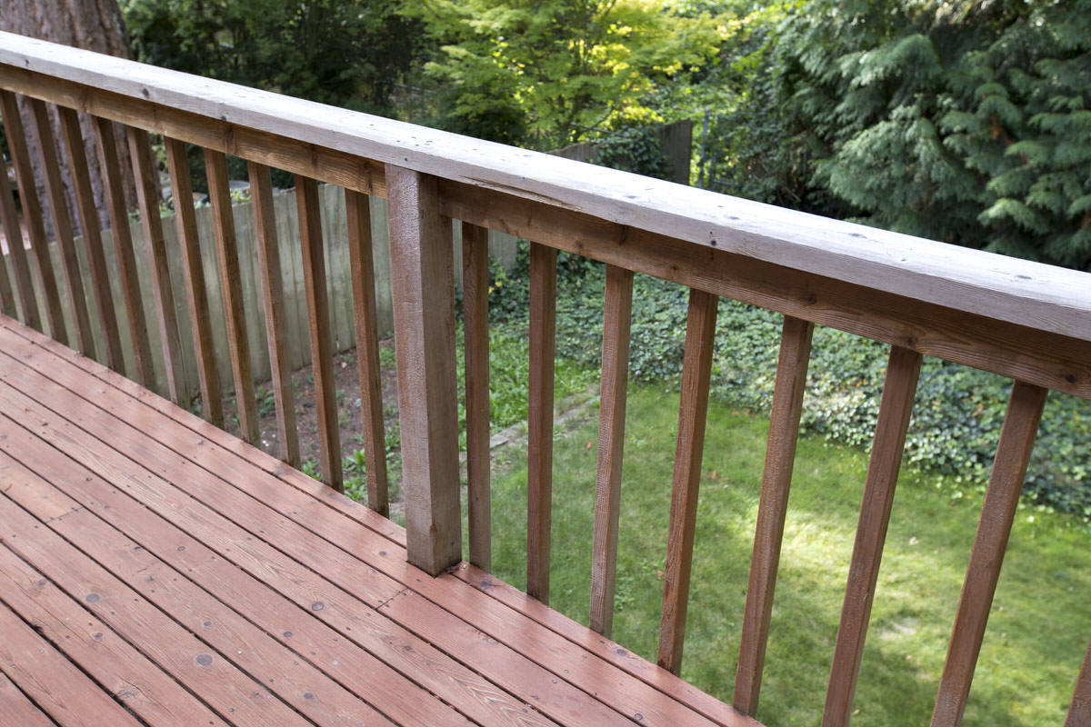 Installing deck railing aluminum balusters for deck for How to install decking