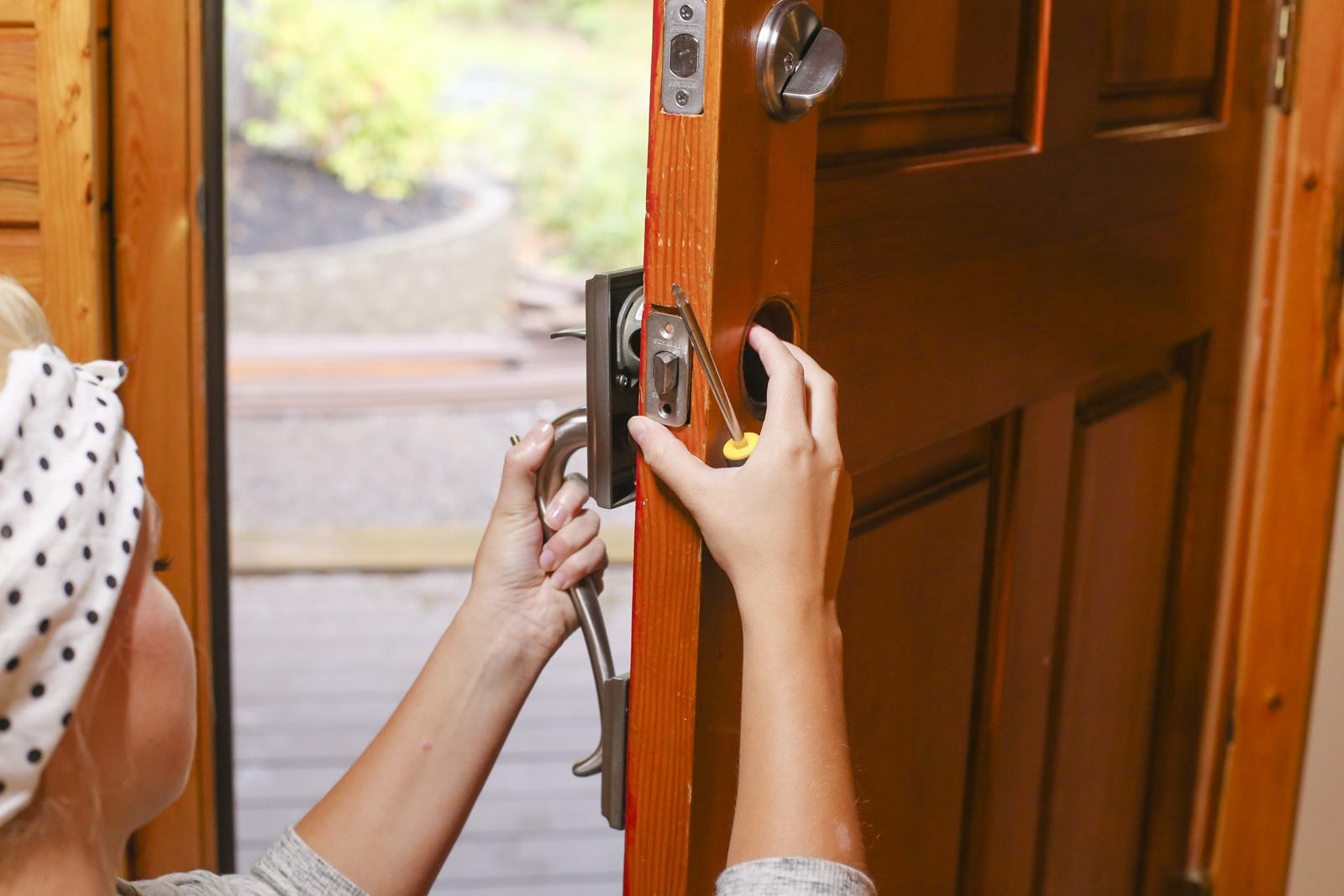 remove door latch