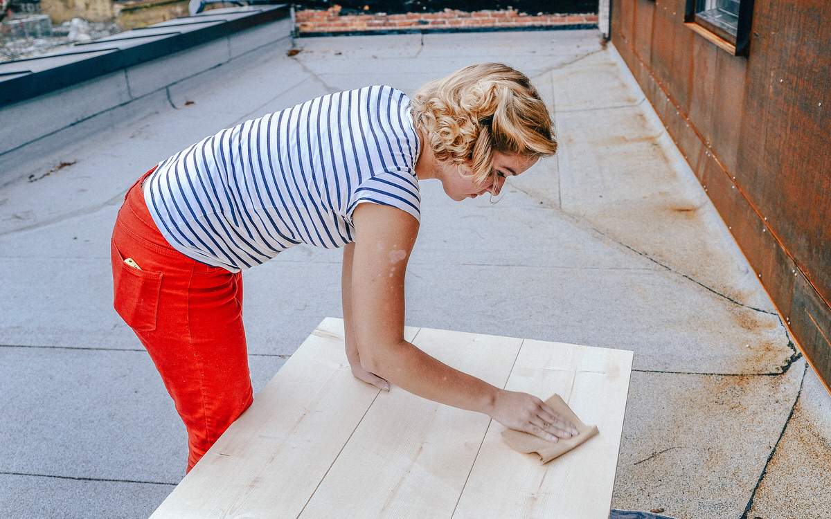 how to stain coffee table