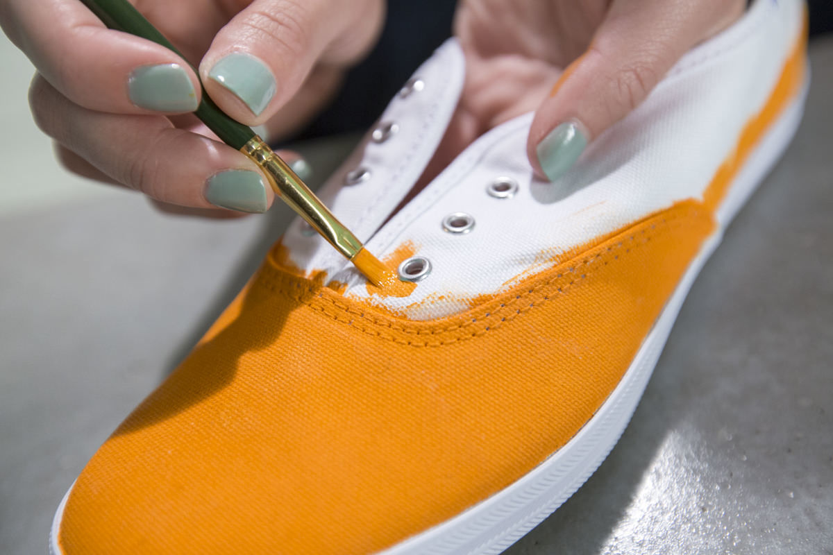 paint keds with small brush