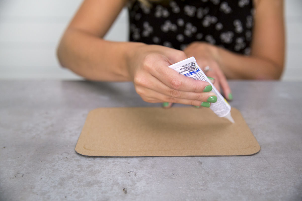 inserting cardboard into diy lunch box