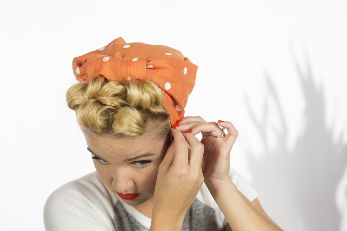 how to make pin curls like roise the riveter