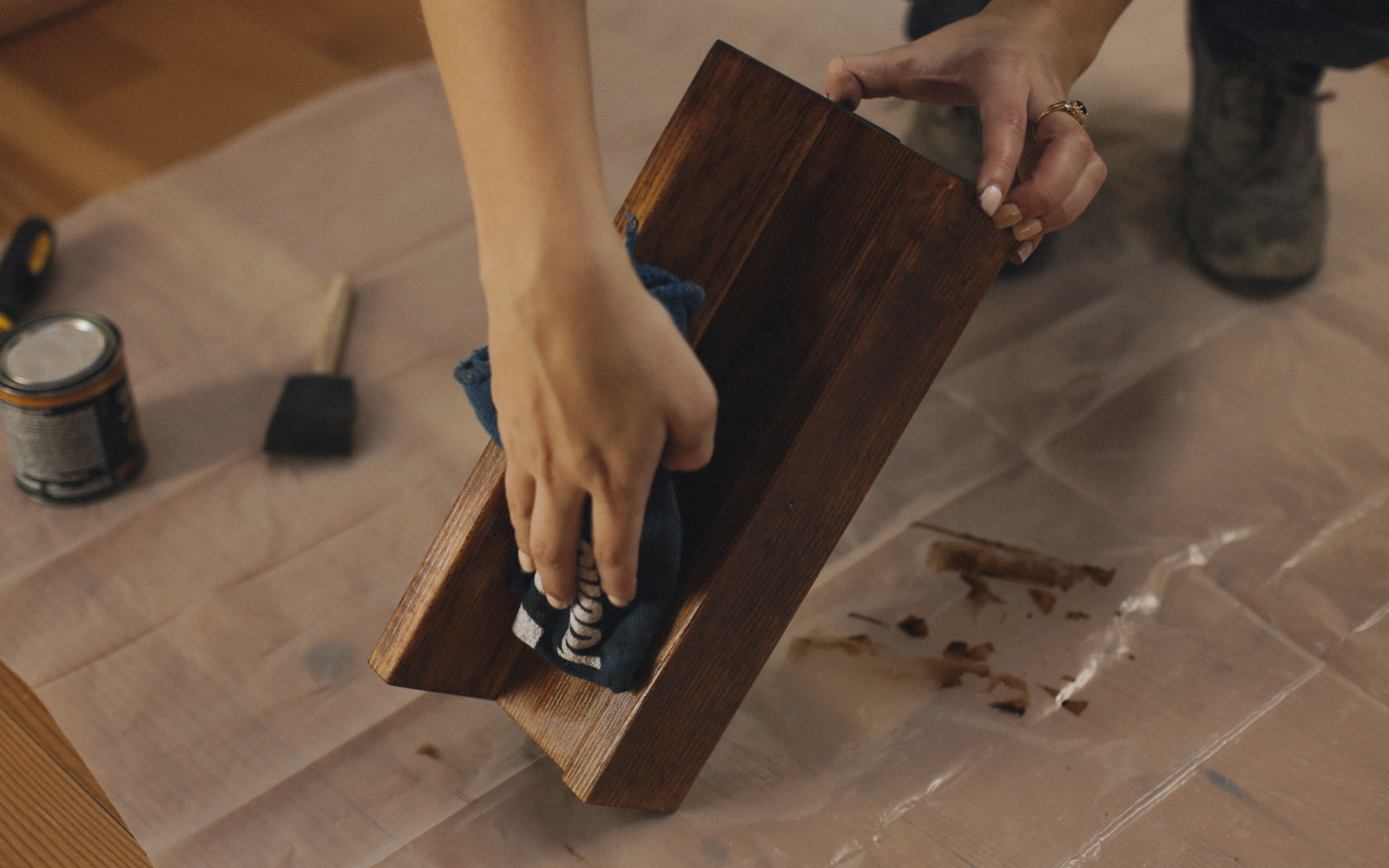 staining tablet stand