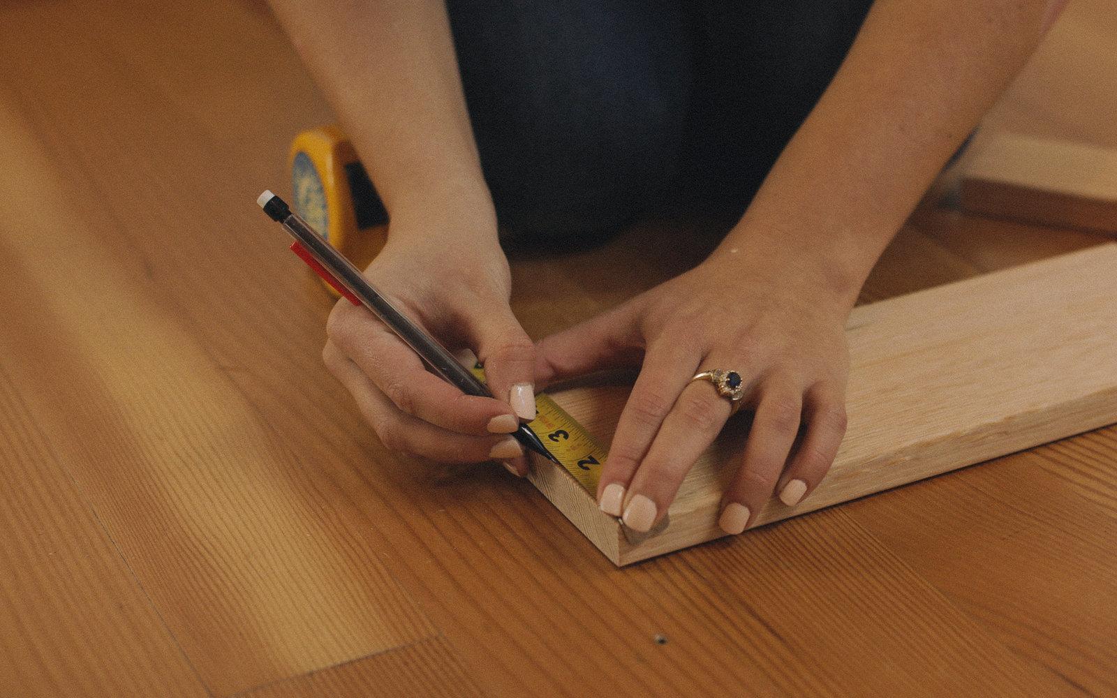 diy measuring tablet stand