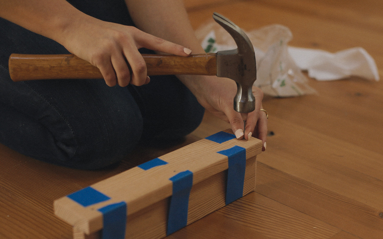 hammering tablet stand
