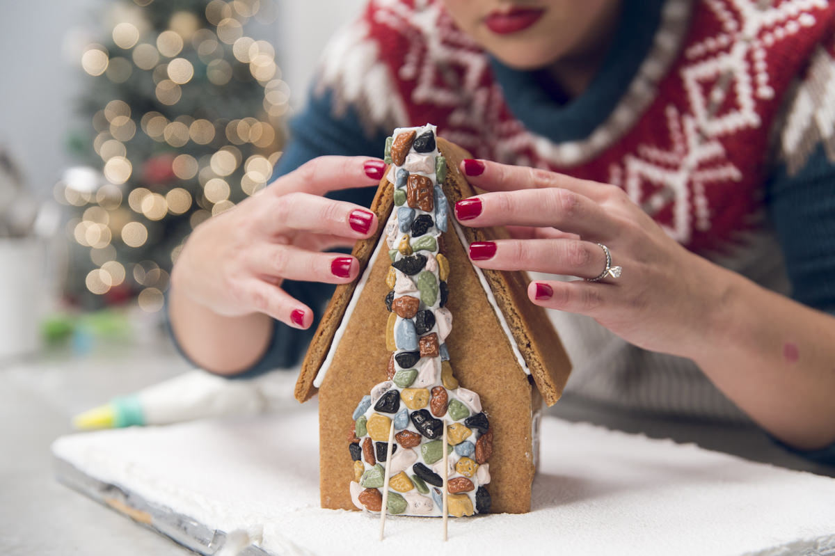 attaching roof to gingerbread house