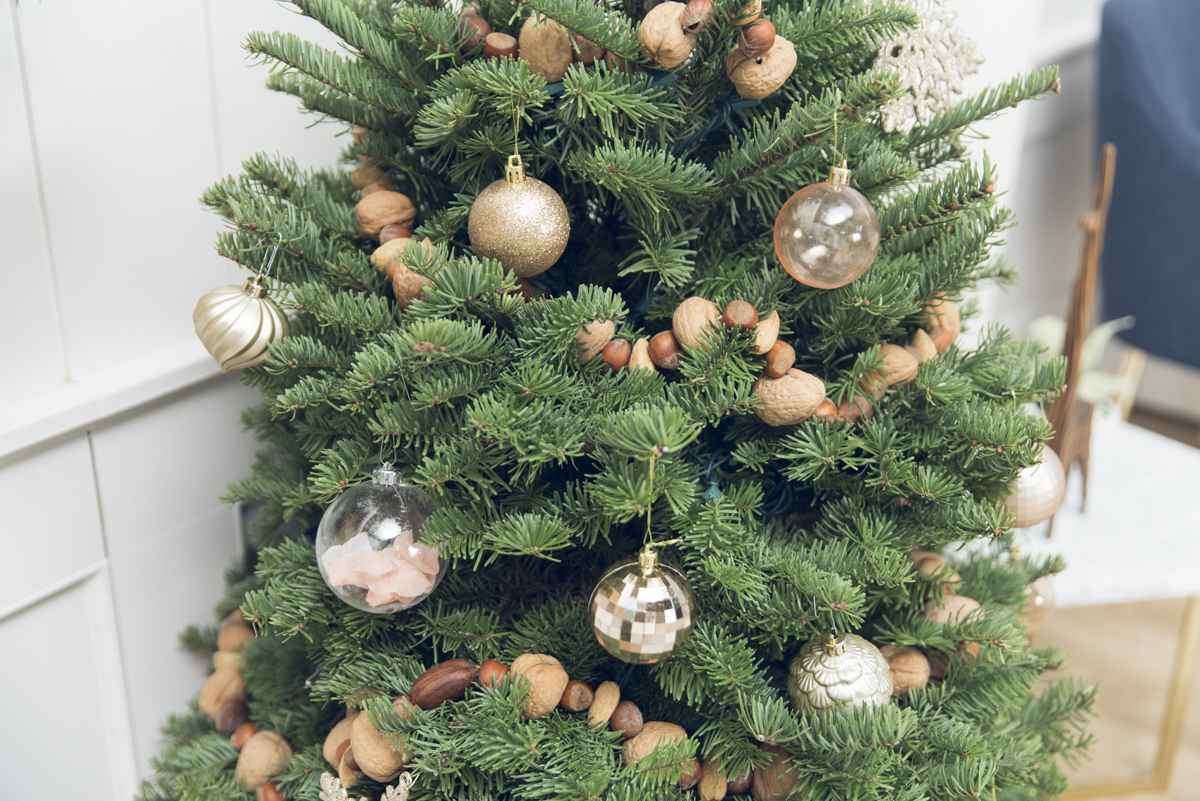 Christmas Tree Garland.How To Make A Christmas Tree Garland With Nuts