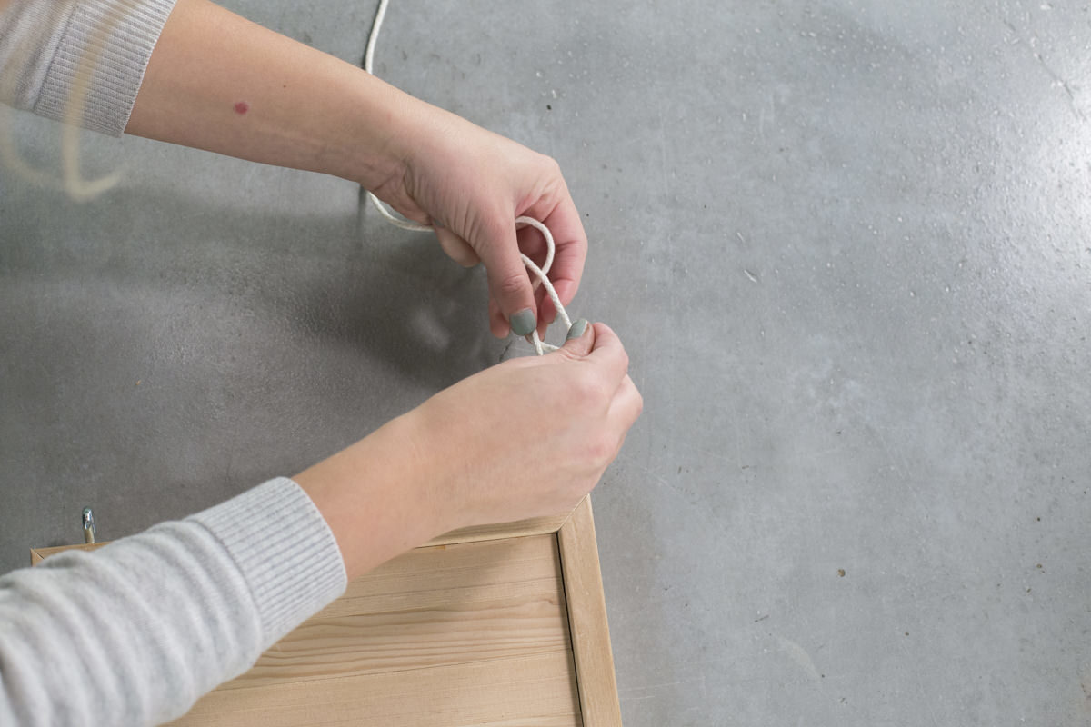 tying knot for hanging shelf