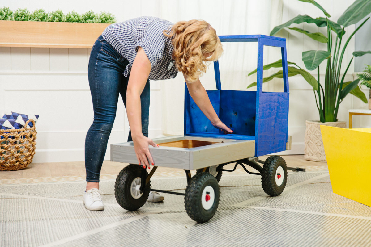 attach truck bed to wagon base