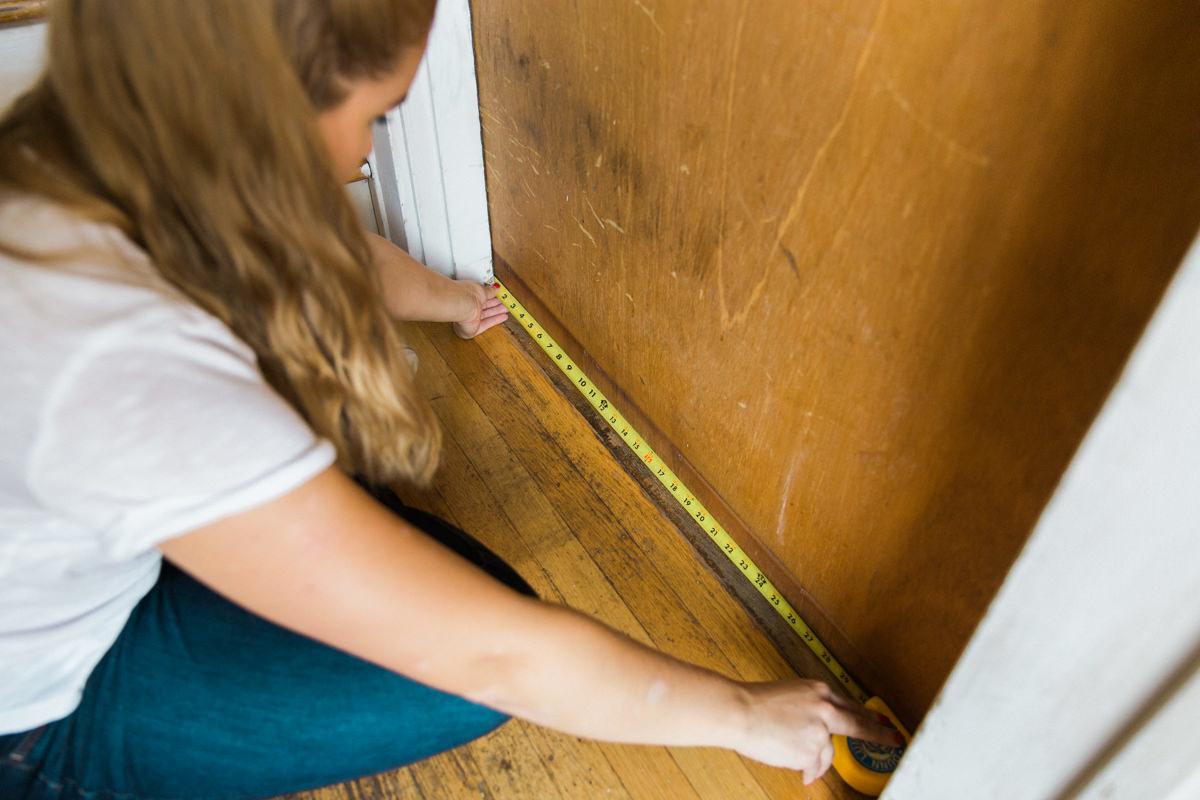 measure bottom of door