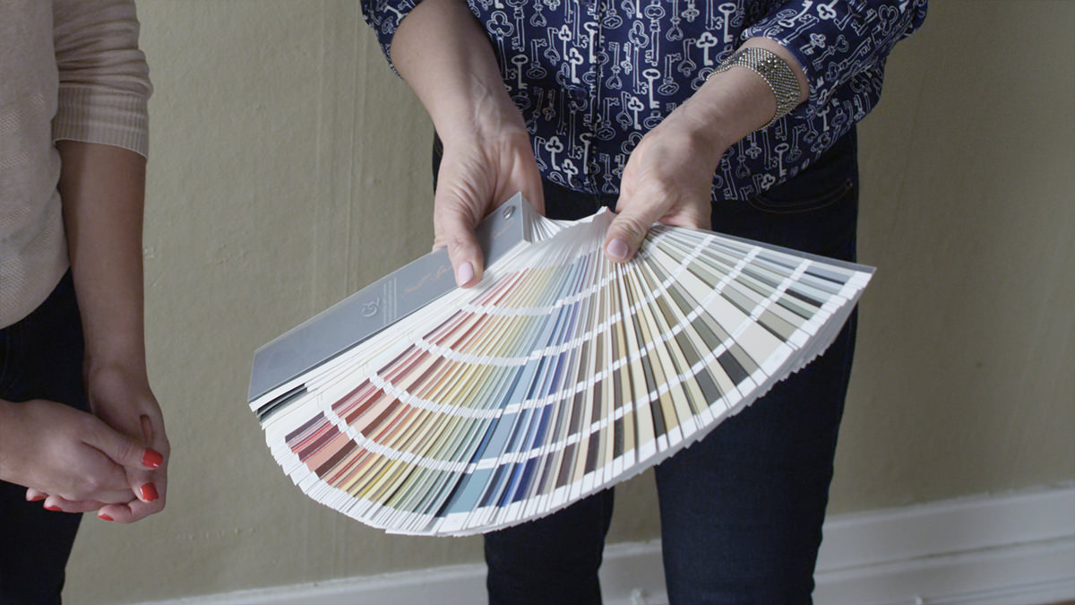 choosing a paint color for room
