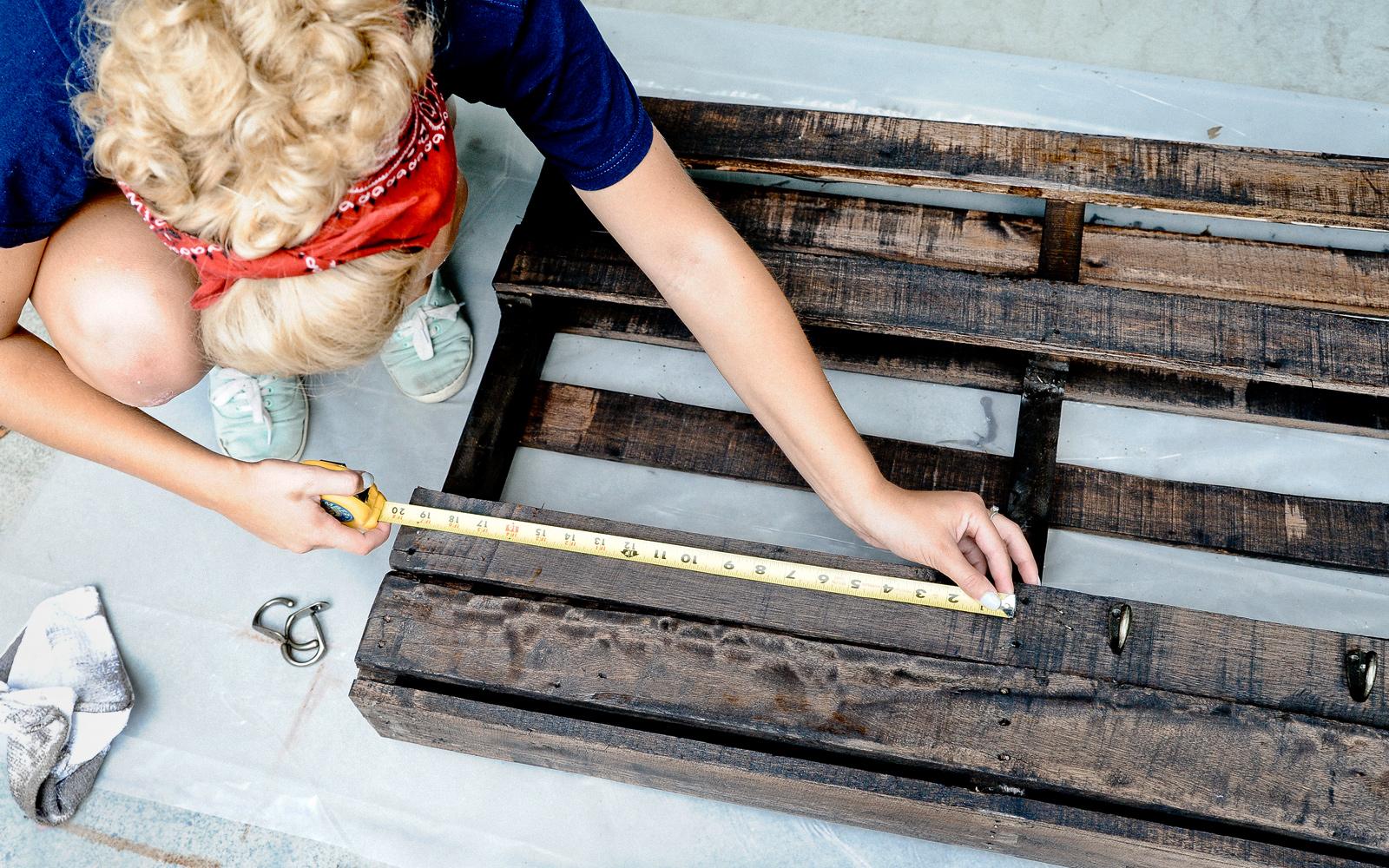 measuring pallet coat hanger