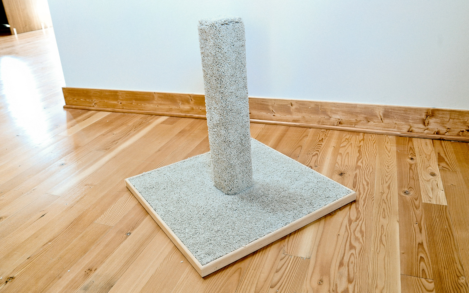 how to make a diy cat scratching post
