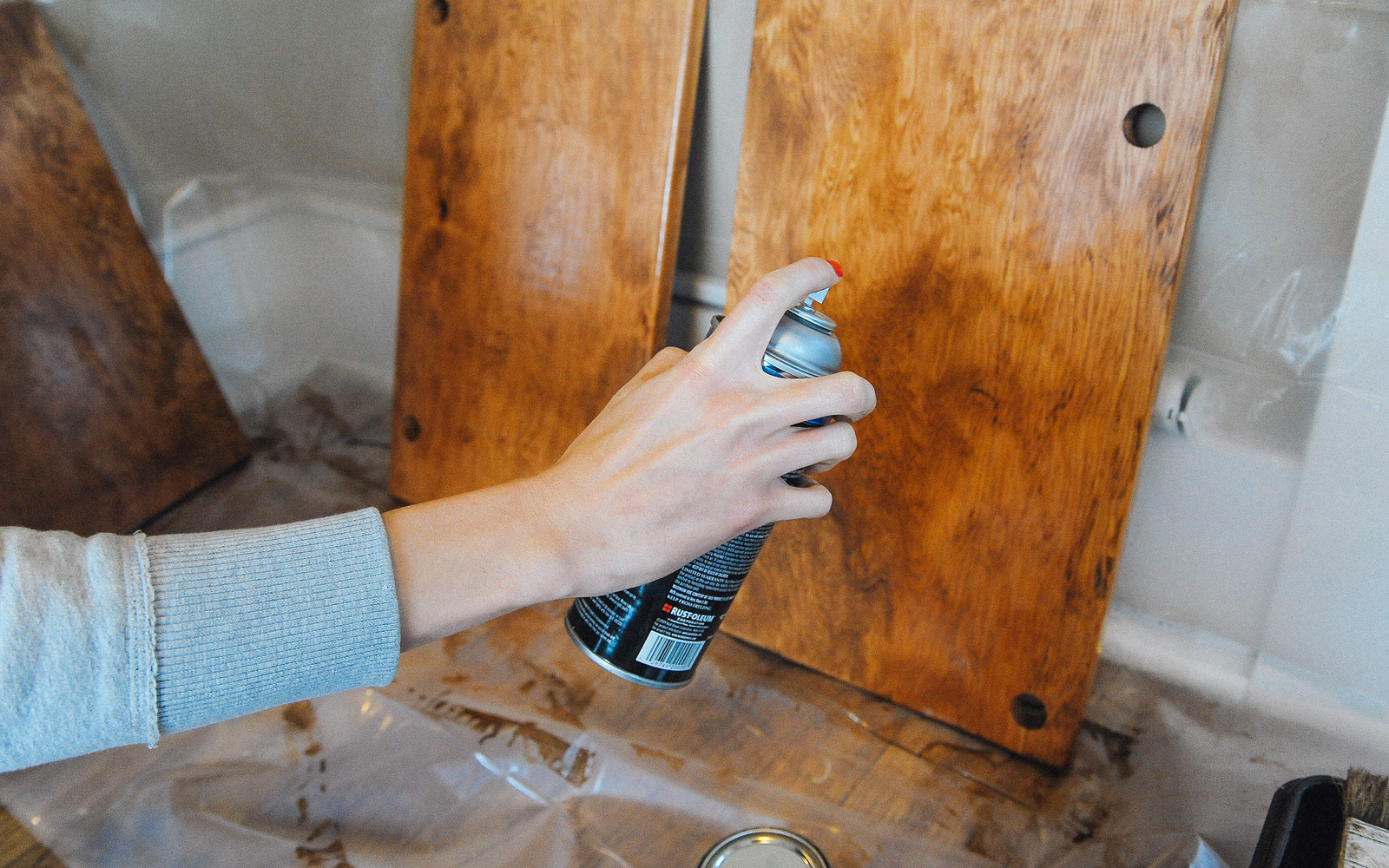 spray paint for diy closet shelf