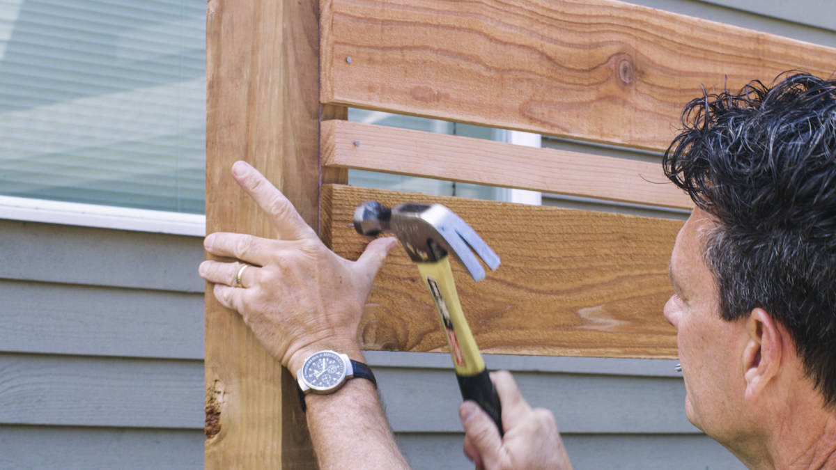 hammering horizontal fence boards