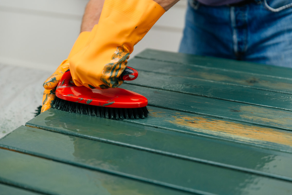 remove to old paint coating or stain