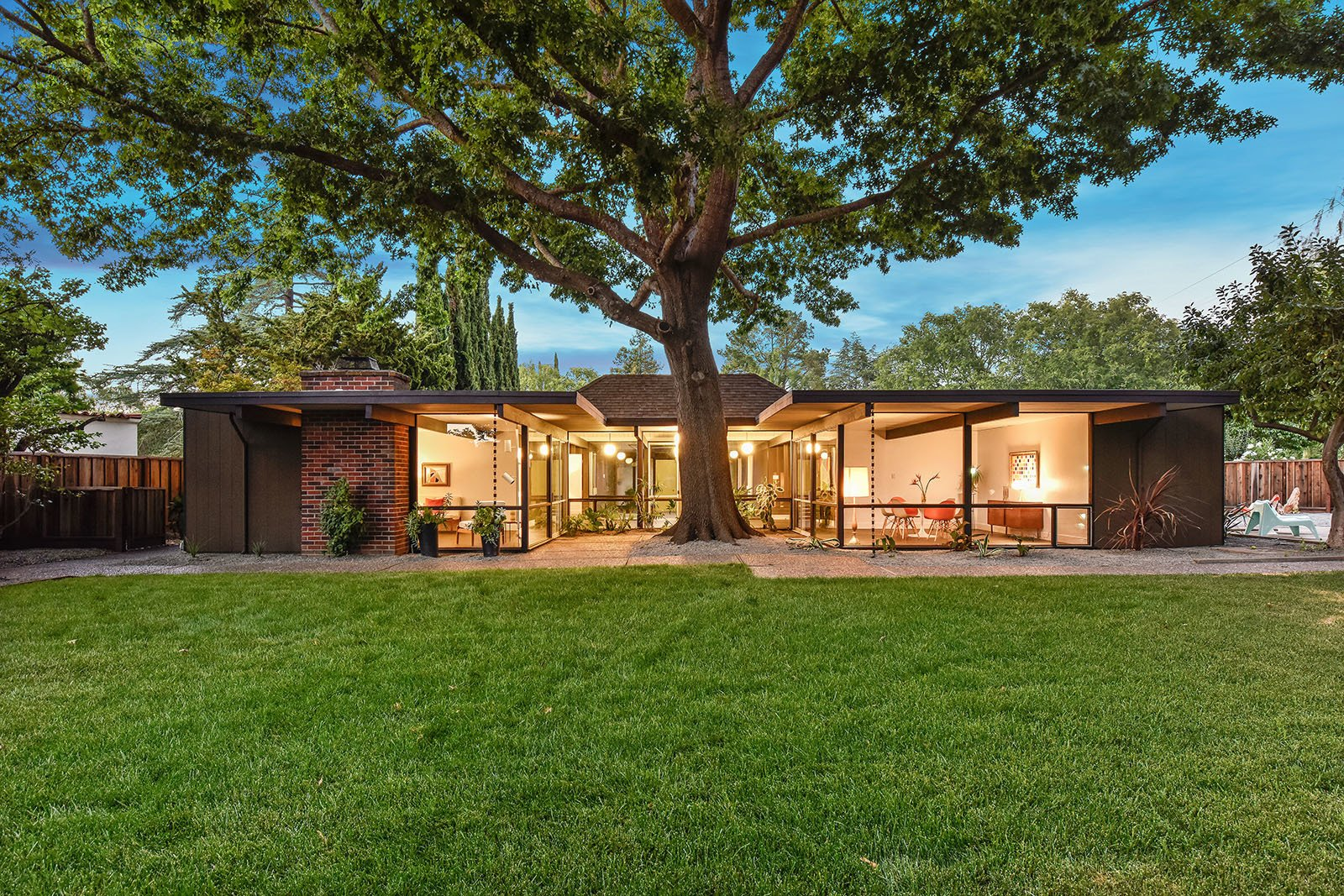 An Enormous Bay Area Eichler Asks Dwell