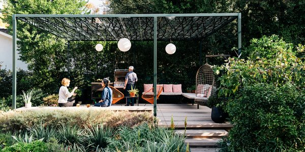 A Laser-Cut Pergola Completes a Tranquil Garden in L.A. That's Perfect For Entertaining