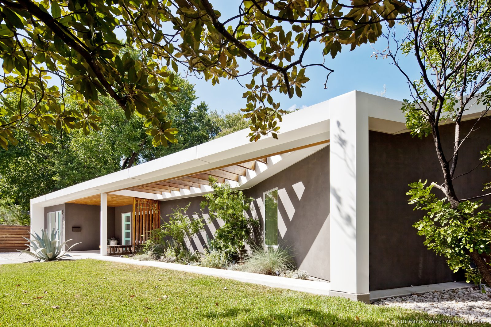 An austin couple turn a ranch home into a refreshing live for Pros and cons of ranch style homes
