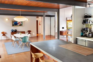 This Post-and-Beam in Pasadena Offers Classic California Living For $2M - Photo 4 of 13 -