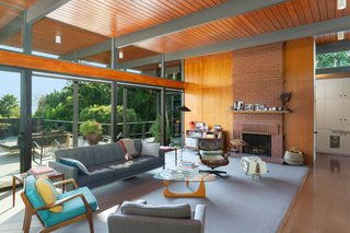 This Post-and-Beam in Pasadena Offers Classic California Living For $2M - Photo 2 of 13 -