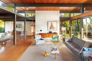 This Post-and-Beam in Pasadena Offers Classic California Living For $2M - Photo 1 of 13 -