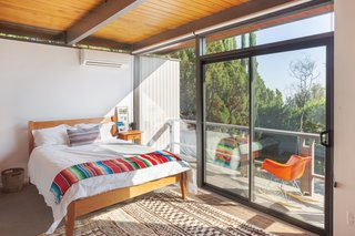 This Post-and-Beam in Pasadena Offers Classic California Living For $2M - Photo 8 of 13 -