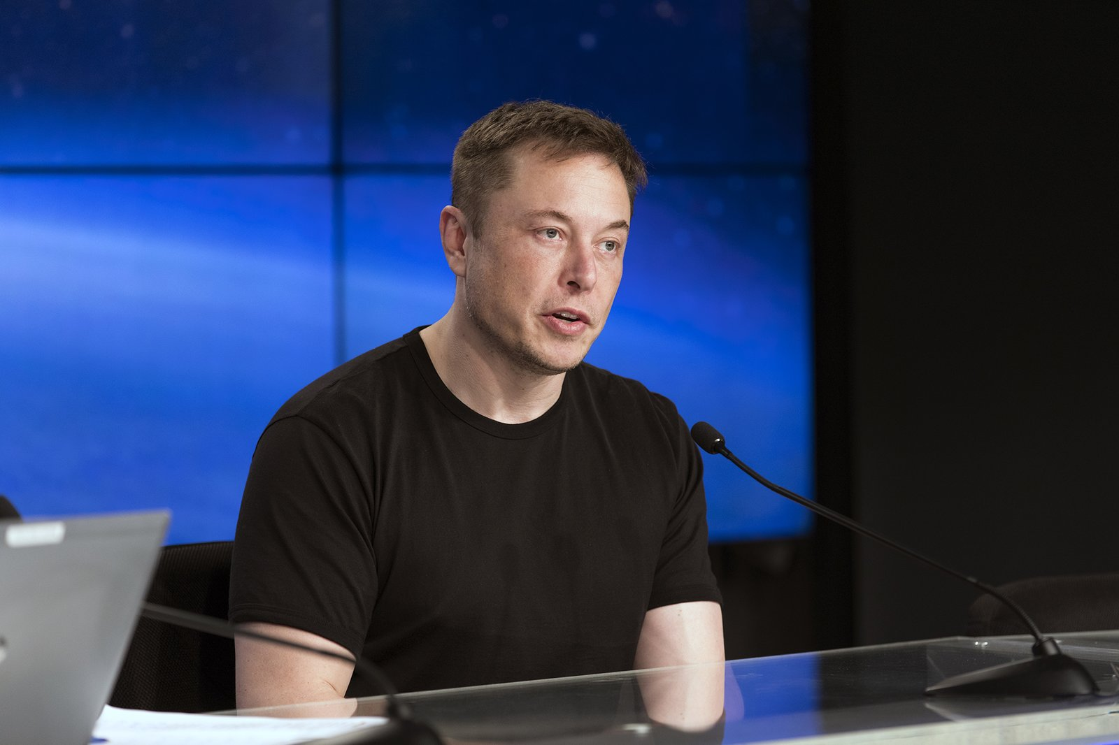 Elon Musk Offers to Manufacture Ventilators for Coronavirus Patients