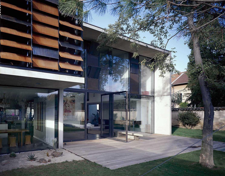 seven modern home in lyon auvergne rh ne alpes france on. Black Bedroom Furniture Sets. Home Design Ideas