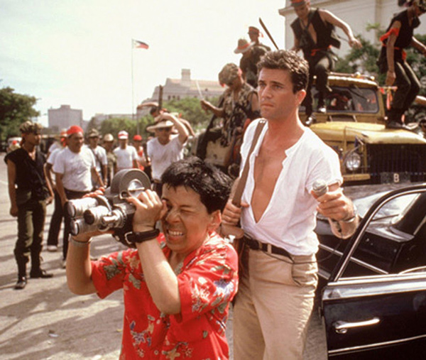 Linda Hunt and Mel Gibson in <em>The Year of Living Dangerously</em>