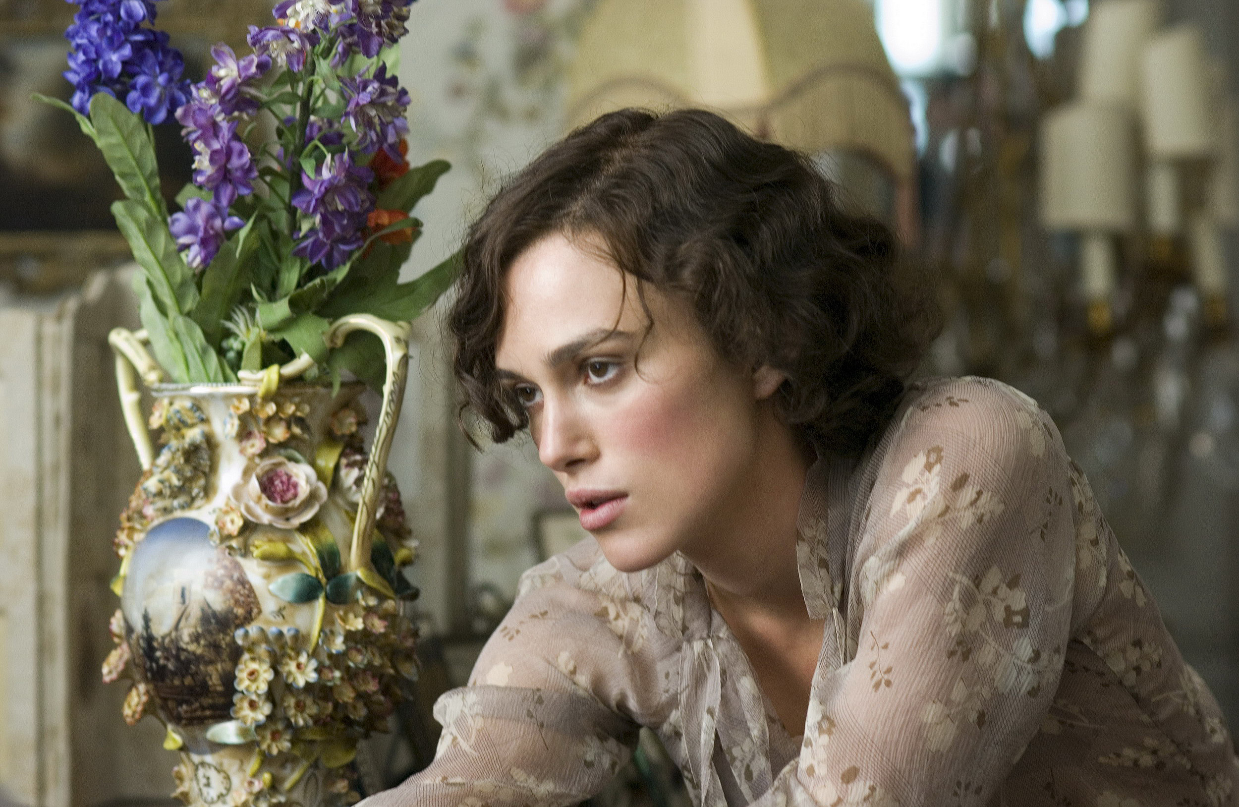 Keira Knightley with flowers in <em>Atonement</em>