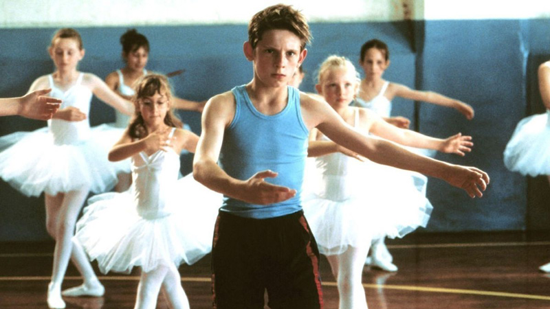 A young Jamie Bell stands apart in Stephen Daldry's <em>Billy Elliot</em>