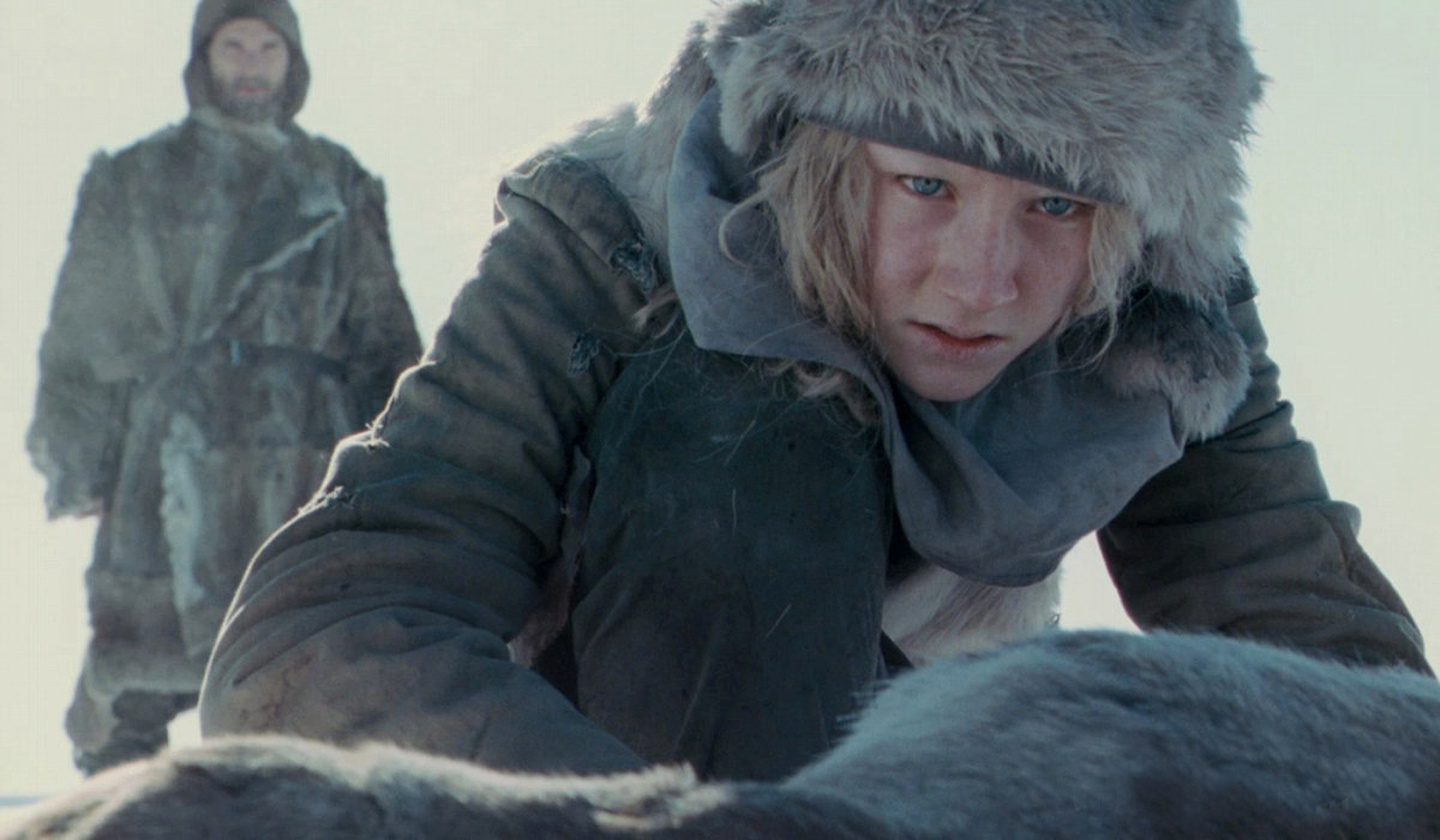Eric Bana watches over Saoirse Ronan in <em>Hanna</em>