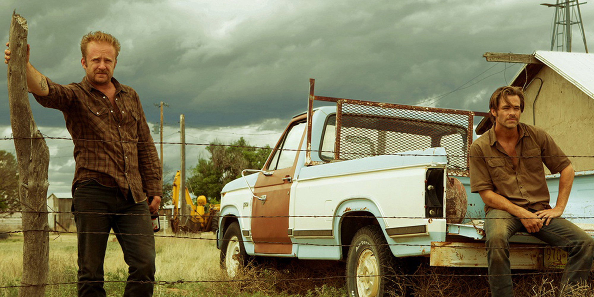 Ben Foster and Chris Pine in <em>Hell or High Water</em>