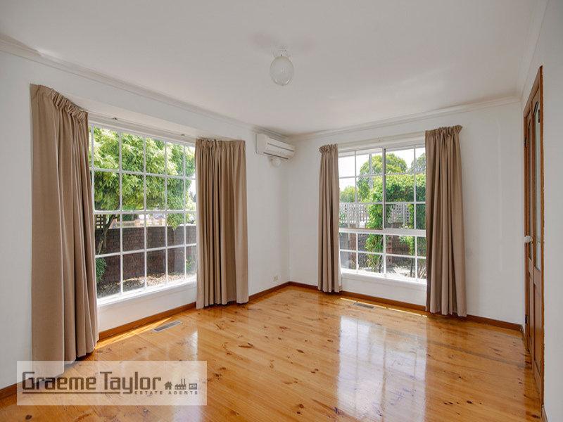 108 Minerva Road, Manifold Heights