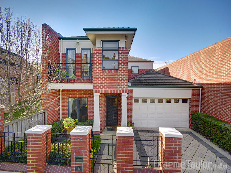1 / 2 Stinton Avenue, Newtown