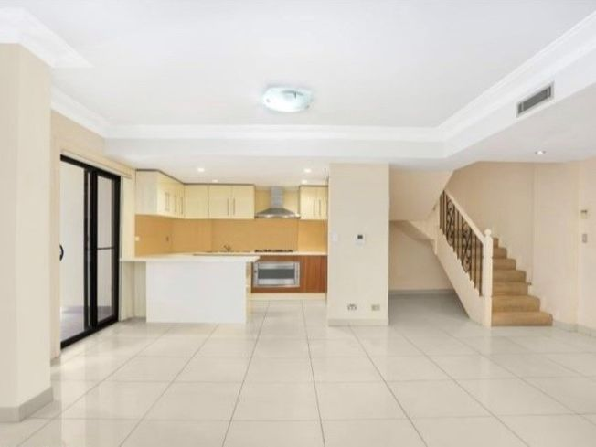 Superb Split Level Apartment in Prime CBD Location