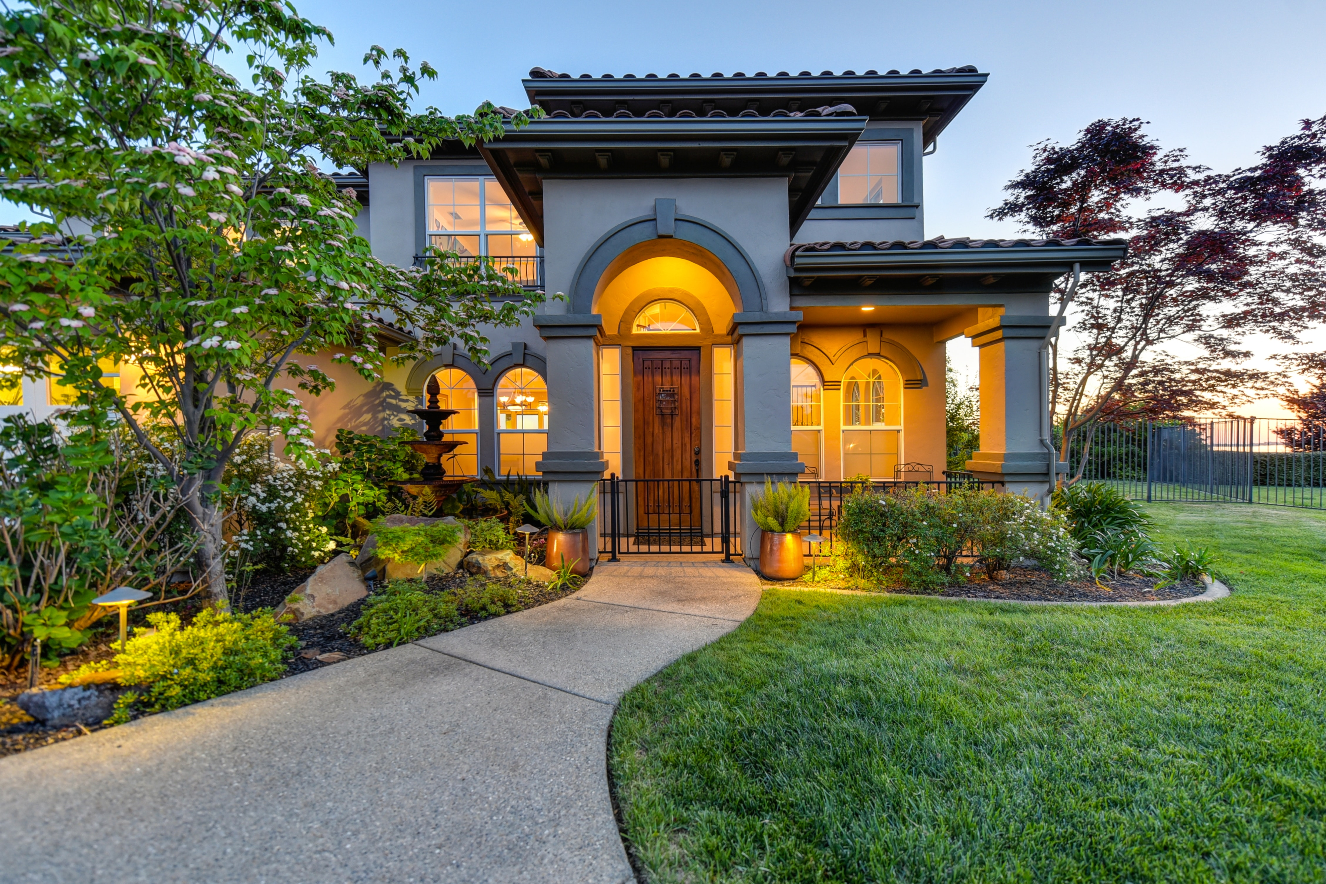 EXTERIOR TIPS TO ATTRACT THE MOST BUYERS FOR YOUR HOME
